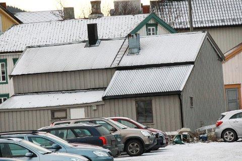 RIVEVEDTAK: Vefsn planutvalg sa 16. oktober ja til at eier Leif Åge Jørgensen kan rive Skjervgata 13 i Mosjøen sentrum. I ettertid har det kommet inn flere klager på vedtaket.