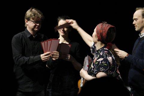 Ensembelet Barokk Boreal ønsker å lage en forestilling som fenger barn og ungdom. De har derfor kombinert budskapet både med musikk, sang og kortspill.
