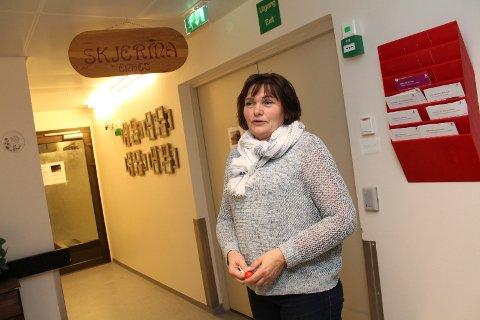 Karin Ingebrigtsen, leder for omsorgsdistrikt sør, ser ikke svart på framtida når det gjelder sykepleierrekruttering, men trekker fram flere viktige faktorer.