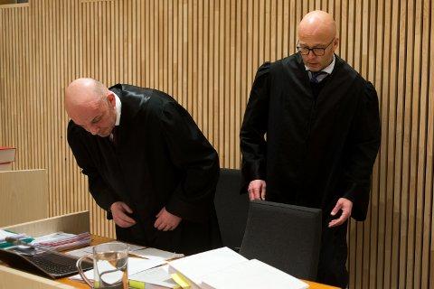 Advokat Anders Lorvik Navjord (t.v.), representerer Contractor Bygg AS, og Karle Anders Øvereng, representerer Entrepretor.