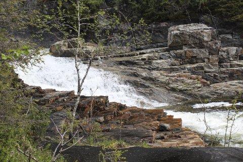 Kraftverk: Kan bli kraftverk her i Tjuvholforsen. En av grunneierne har påpekt at flere områder som blir brukt til bading og rekreasjon kan bli påvirket av kraftutbyggingen.