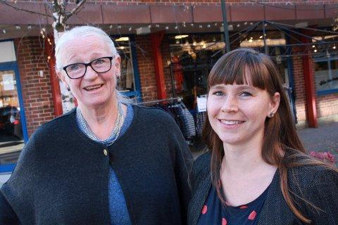 Silje Paulsen (høyre) har sluttet som daglig leder hos Studiesenteret RKK Vefsn. Nå er Monica Meisfjorskar midlertidig hyret inn i hennes stilling. Bildet ble tatt da Paulsen overtok jobben etter Meisfjordskar i 2017.