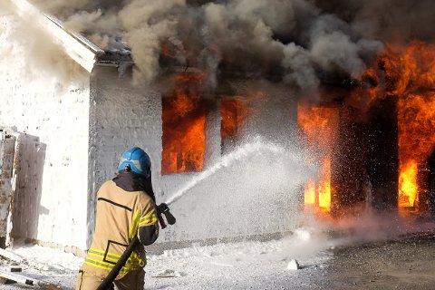 Brannvesenet holdt to øvelser ved Ømmervatnet onsdag ettermiddag.