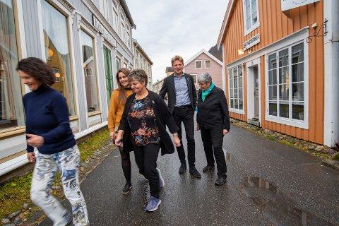 Viktig: – Vi i Senterpartiet i Grane, Hattfjelldal, Vefsn, Vevelstad og Leirfjord verdsetter at våre sentrale politikere tar opp en så viktig sak for befolkningen i distriktene. Telefon- og internettforbindelse med omverdenen har stor betydning for at folk skal føle seg trygge og at nødvendige beredskapshensyn er tatt, sier Torill Hauan, Trine Fagervik, Berit Hundåla, Harald Lie og Ellen Schjølberg.