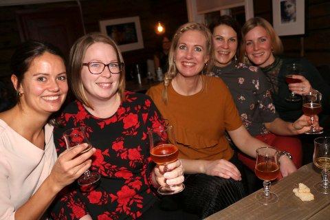Jeanette Haugland, Lisa Elvheim Fredriksen, Stina-Marie utnes Kvandal, Sofie Stensen og Ingvil Øvergård Utnes var blant deltakerne på Damer og øl på NANO i fjor. I år sendes arrangementet direkte på NRK1.