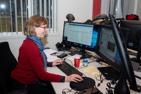 I jobben som nyhetsredaktør holder Marit Almendingen styr på nyhetsformidlingen som i dag foregår i et vesentlig høyere tempo enn da hun startet sin karriere som journalist i 1992.