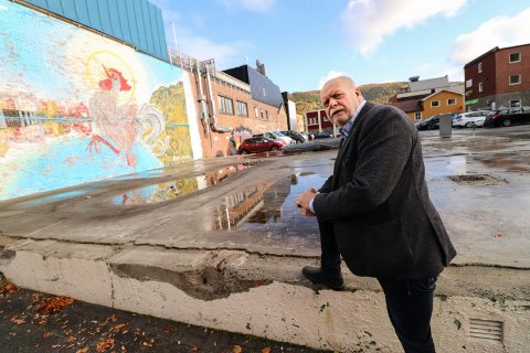 SYND: Jann-Arne Løvdahl, styreleder i Mosjøen og omegn næringsselskap MON, synes det er trist og synd at det ikke ble noe av Kvartal 20- prosjektet.  - Vi må nok se en stund til på hanen, fastslår han.