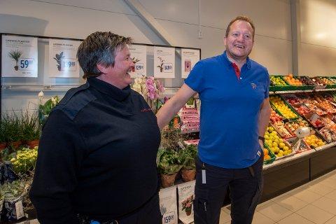 - Den servicen de yter hos Rema 1000 Mosjøen skal du lete lenge etter, sier Tove Pettersen Wiik og henviser til en spesielt servicevennlig Stig Olav Bolstad.