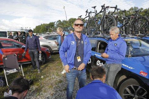 ARCTIC RACE OF NORWAY 2016: Olav Aleksander Benjaminsen var sportsdirektør i Team Coop ØsterHus da etappen gikk fra Mo i Rana til Sandnessjøen.  Foto: Per Vikan