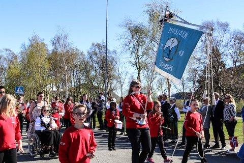 Mosjøen skolekorps i borgertoget 17. ma i år.