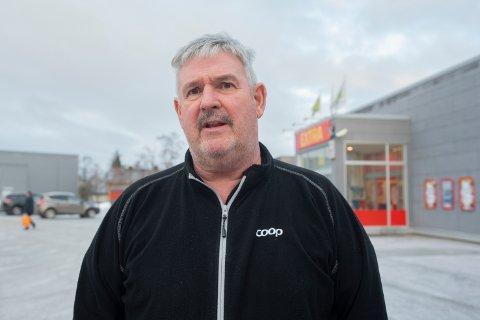 – Jeg mener forbrukerne har et like stort ansvar for å redusere matsvinn som dagligvarekjedene, sier Asle Aalbotsjord, butikksjef ved Coop Extra Mosjøen.