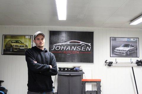 Kim Andre Johansen driver Johansen Autospa & Tuningsspesialisten Helgeland fra verkstedet i garasjen i Kulstadlia.