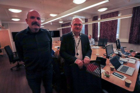 TILTAK: Rådmann Erlend Eriksen sa i Vefsn formannskap at pengene skal omsettes i aktivitet. Her står Eriksen sammen med økonomisjef Asle Gammelli.