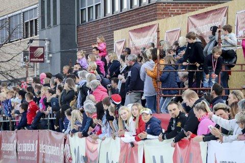 PUBLIKUM: Arrangørene av Bysprinten har hatt fantastisk publikumsstøtte helt fra starten i 2007. Nå skal Bysprinten ut av sentrum, og det er delte meninger om det er lurt.  Foto: Lise Jeanette Nilsen