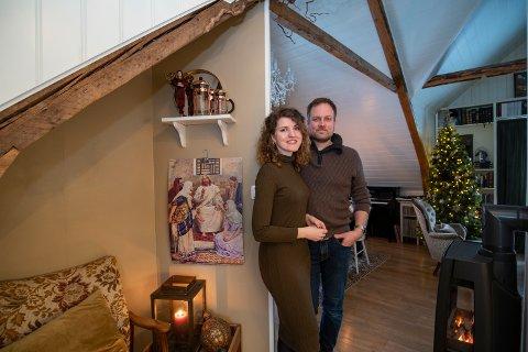 - Julen har er et så varmt og godt budskap, det er viktig for oss å nyte denne tiden, sier Benedicte (28) og Frank Bjørkmo (45).