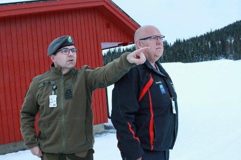 Frank Vollan peker ut alle de topp moderne skytebanene Odd Langvatn
