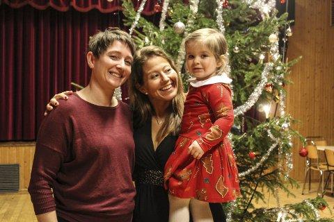 Juletrefest: Det er mange juletrefester i uka som kommer. Her er et glimt fra 2019. Fv. Tone Lise Fagerbakk, Lena Schille og Martine Schille. foto: Benedicte Wærstad