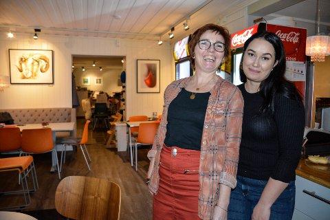 Sandra Linnea Åkebrand (t.h) tar over kafedriften etter gullsmed Merete Mattson. Sandrahar startet opp eget selskap, og skal sette sitt eget preg på det lille spisestedet.