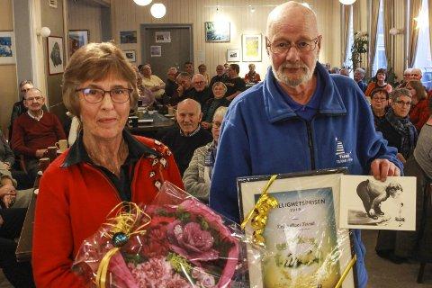 Fullpakket: Mye folk var vitne til at Ragnhild Moen og Tor Aas mottok frivillighetsprisen på vegne av Termiks frivillige fredag ettermiddag.