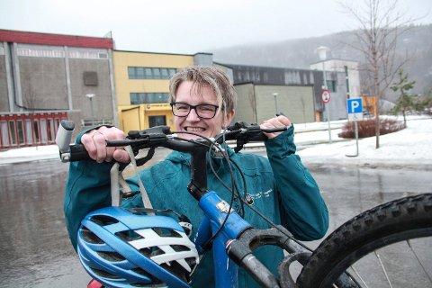 MILJØ- OG HELSE: Folkehelsekoordinator Trude Haaland i Vefsn kommune håper at en bysykkelordning kan bidra til at folk blir mer aktive og bruker bilen mindre. Hun jobber å med en sak hvor kommunen kan komme til å kjøpe 100 el- eller tråsykler.