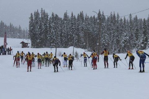 MYE SNØ I FJOR: Slik var det etter starten i Åsan Rundt i fjor. Da lavet snøen ned.  Foto: Benedicte Wærstad