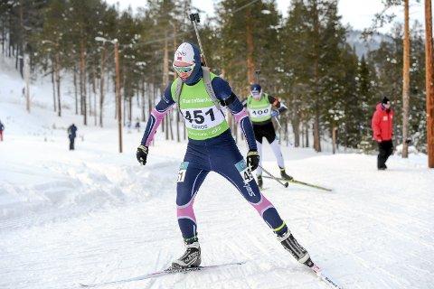 SATSER: Vegard Steinbakke gjorde en god figur i norgescuprennet i skiskyting på søndag. Hattfjelldalingen var nært å bli topp-10. Foto: Torhild Hofstad