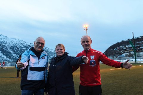Odd Eriksen, Ella Songe og Einar Johnsen i Halsøy IL vil lære mer om å se hele barna. Nå ønsker de velkommen til både idretten og foredrag.