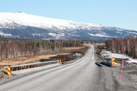 FØRST: Det er i dette området at Statens vegvesen åpner den første kilometeren med ny vei på på E6 Helgeland sør. Det vil etter planen skje før sommerferien. Strekningen ligger mellom Gofahaugen og Strauman. Fjellet t.v. heter for øvrig Blåfjellet.