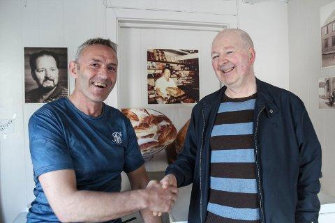 Avtale: Per Inge Tverå og Per Karlsen er fornøyd med at huset til Karlsens bakeri blir kjøpt av et firma som skal leie ut til Helgeland bakeri.