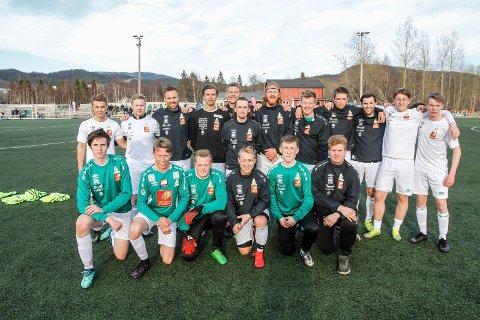 Olderskog A-stall 5. divisjonslaget Olderskog foran sin første seriekamp mot Korgen på hjemmebane. De vant 3-1. Foto: Per Vikan