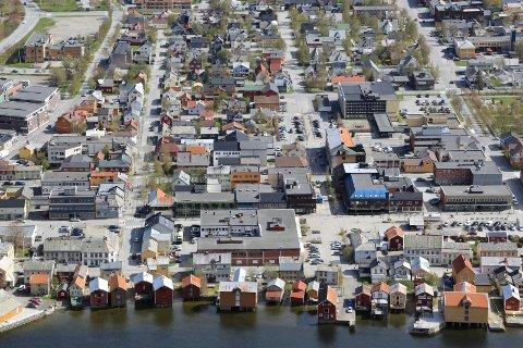 VERN OG SIKKERHET: Sjøgata (nærmest) er verna. Men nå har byggtekniske krav blitt mye sterkere, blant annet på grunn av økt fare for flom og skred.