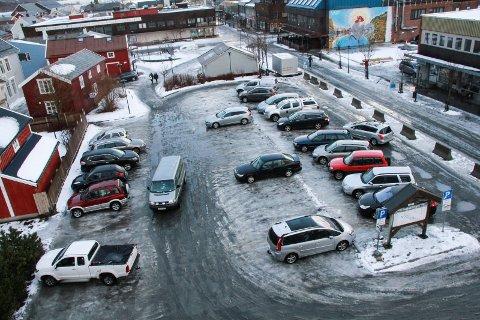 MOSJØEN TORG: Kvartal 10 ligger like nord for Helgeland Sparebank, kloss i Mosjøen torg.