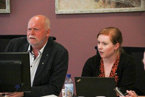 UTSATTE: Vefsnordfører Jann-Arne Løvdahl og varaordfører Åshild Pettersen stemte for å utsette begge bompengesakene i påvente av informasjon om trafikktall, økonomi og et eventuelt felles forslag fra bomkommunene.