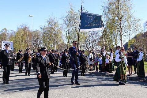 Støtte: Mosjøen hornmusikk spilte i borgertoget på 17. mai 2019. Nå har de fått støtte til å spille foran sykehjemmet og i utvalgte bydeler.