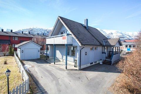 Eneboligen i Dr.Frostads gate i Mosjøen har ligget ute for salg siden august, men på de siste visningene har ingen møtt opp.