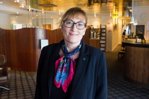Hanne Nora Nilssen stiller spørsmål ved Helgelandssykehusets dokumentbehandling.