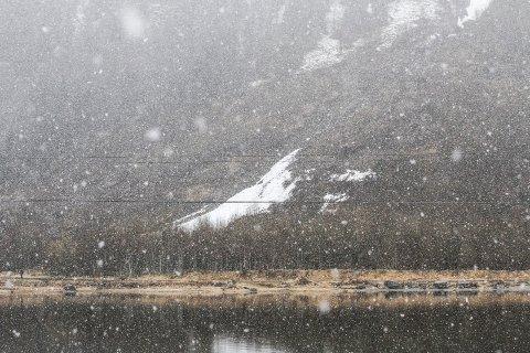 Både Helgelandstrappa og veien til Marsøra er stengt etter meldinger om store ras.