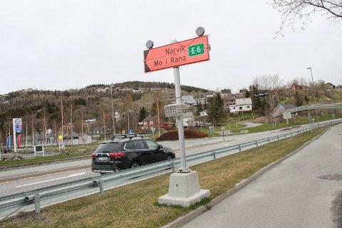 EKSTRA UTGIFTER: Her på Halsøy må du svinge av fra E6 og inn på fylkesvei 78 dersom du skal videre nordover i fylket. E6 er nemlig er stengt i seks uker.