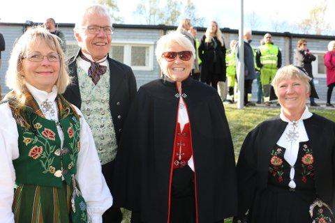 Sigvald Meisfjord var bunadskledd, og kom sammen med tre andre bunadskledte. Airin Levang, Ellen Meisfjord og Liv Dahlberg.