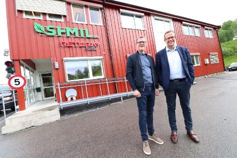 KLAR FOR ARBEID: Den nye styrelederen Paal-Anders Brandth (t.v.) og daglig leder Håkon Johansen utenfor SHMILs hovedkontor på Åremma i Mosjøen før et styremøte torsdag.