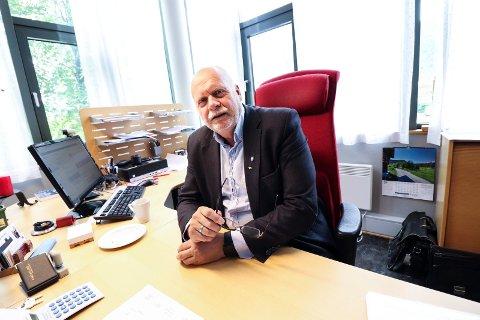 INHABIL: Vefsnordfører Jann-Arne Løvdahl er samboer med jobbsøker Sissel Reinfjell og har omgang privat med rådmann Erlend Eriksen.