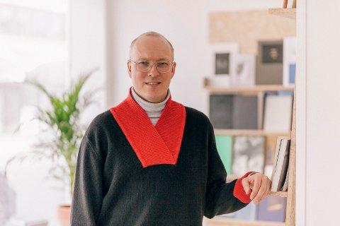 KURATOR: Kristoffer Dolmen er kurator for vandreutstillinga om samisk kunst.