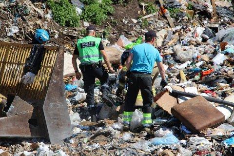 En politmann og en Åremma-ansatt brukte kort tid på å finne det som trolig  forårsaket brannen.