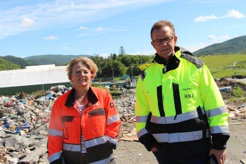 Toril Forsmo og  Håkon Johansen skryter av de ansatte som gjorde akkurat det skulle da alarmen gikk.