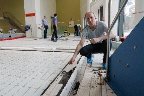SØKER: Brynjulf Brun Svendsen er en av ni søkere til kommunalsjefjobben. Her er han fotografert i forbindelse med en artikkel i 2016 om arbeid med fliser i det kommunale bassenget på Kippermoen.