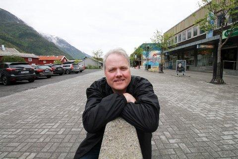LOKALT OG NASJONALT: Bjørn Larsen i Vefsn Frp mener at det lønner seg lokalt å ha et moderparti.
