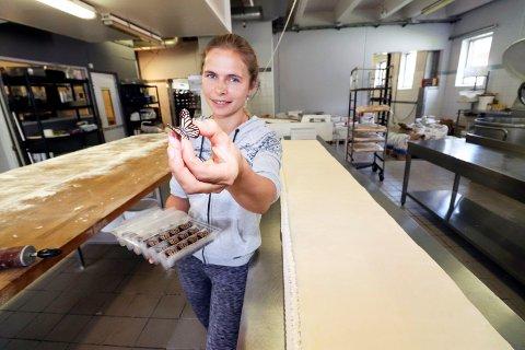 PYNT: Sjokoladesommerfugler  og annet snadder skal pryde kaka.