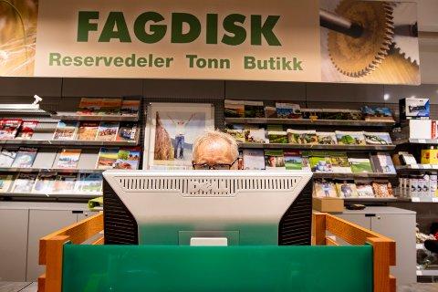 Svein Mathisen har jobbet for Felleskjøpet i Sandnessjøen i 28 år.