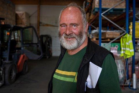 Odd Arntsen er mannen bøndene i området rundt Sandnessjøen henvender seg til når de trenger deler til landbruksmaskinene sine.