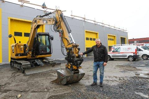 Roy Ove Tverå bygger nytt garasjebygg på sin tomt på Øya i Mosjøen. Dette blir et næringsbygg med litt større plass enn i de andre tre garasjebyggene som ligger i nærheten.